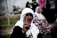 Ce geste est un fondamental. Tous les kurdes le font. Les femmes et les enfants les premiers. En France, ce geste n'a aucun sens. Ici, il est très important, il signifie vraiment que la victoire est au bout.
