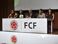 BOGOTA -  COLOMBIA - 02-03-2015: Fernando Perdomo (Cent.) miembro de la Federacion Colombiana de Futbol, Fabian Taborda (Izq.) técnico de la Selección Femenina de Colombia, Mairilian Cruz (2Izq.) de la FIFA, Carlos Restrepo (2Der.) Director técnico de las Inferiores de la Federacion Colombiana de Futbol y Natalia Gaitan (Der.) jugadora de la Selección Femenina de Colombia, durante presentacion del trofeo de la Copa Mundial Femenina de la FIFA 2015, como parte de la gira mundial del Trofeo del torneo.  / Fernando Perdomo (C) Member of the Colombian Football Federation, Fabian Taborda (L) coach of the Selection Women Colombia, Mairilian Cruz (L) FIFA´S Member, Carlos Restrepo (2R) Director of the Lower Colombian Football Federation and Natalia Gaitan (R) player of the Women's National Team of Colombia, during the trophy presentation Women's World Cup 2015 as part of the world tour trophy tournament. / Photo: VizzorImage / Luis Ramirez / Staff.
