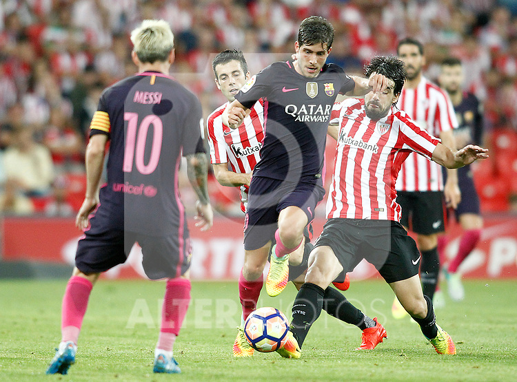 Athletic de Bilbao's Markel Susaeta (c-l) and Benat Etxebarria (r) and FC Barcelona's Leo Messi (l) and Sergi Roberto during La Liga match. August 28,2016. (ALTERPHOTOS/Acero)