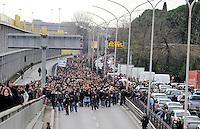 Roma, 22 Dicembre 2010.tangenziale est.Studenti in corteo contro la riforma Gelmini..students in march against the reform Gelmini