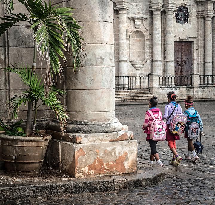 Girls on the way to school, Plaza de Catedral, La Habana