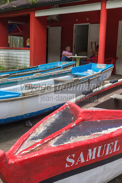 France, île de la Réunion, Parc national de La Réunion, classé Patrimoine Mondial de l'UNESCO, Sainte Rose, Anse des Cascades: Bateaux des pêcheurs // //France, Reunion island (French overseas department), Parc National de La Reunion (Reunion National Park), listed as World Heritage by UNESCO, Sainte Rose, Anse des Cascades: Fisher boats