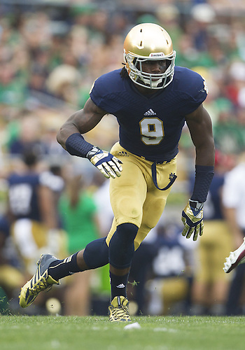 August 31, 2013:  Notre Dame Fighting Irish linebacker Jaylon Smith (9) rushes the passer in the first quarter of NCAA Football game action between the Notre Dame Fighting Irish and the Temple Owls at Notre Dame Stadium in South Bend, Indiana.  Notre Dame defeated Temple 28-6.