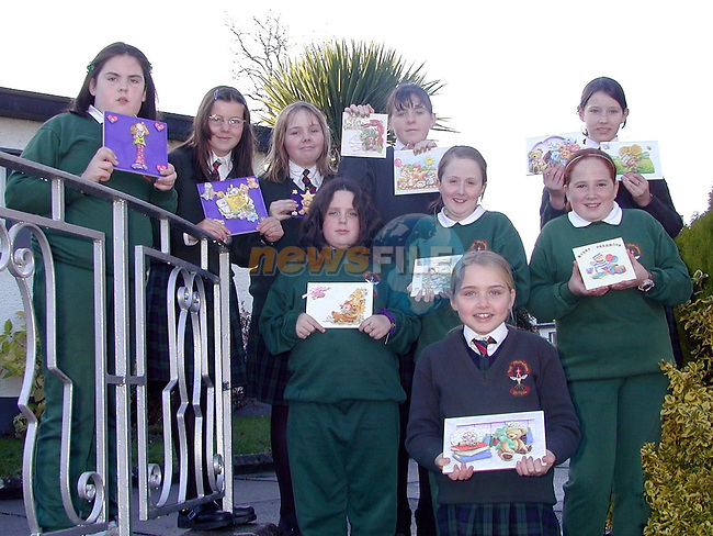 Avril Power, Linda Martin, Elaine Duff, Patricia Kerr, Ann McCormack, Grainne Carrie, Laura Travers, Belinda McKenna and Louise Malone with the christmas cards they made..Picture Paul Mohan Newsfile