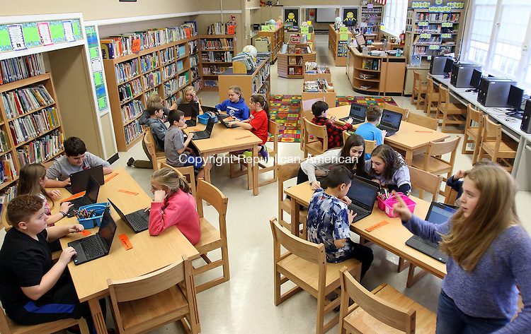 WATERBURY CT. 21 January 2016-012016SV09-A 5th grade class works on laptops in the new newly renovated library/media center at Mitchell Elementary of the School in Woodbury Thursday. <br /> Steven Valenti Republican-American