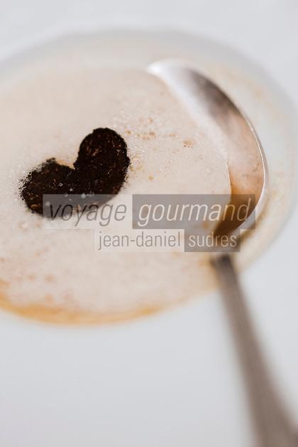 Europe/France/Rhone-Alpes/73/Savoie/Courchevel:  Raviole  de chèvre frais à la truffe noire de Crapentras -Recette de Billal Amrani Hôtel-Restaurant La Sivolière