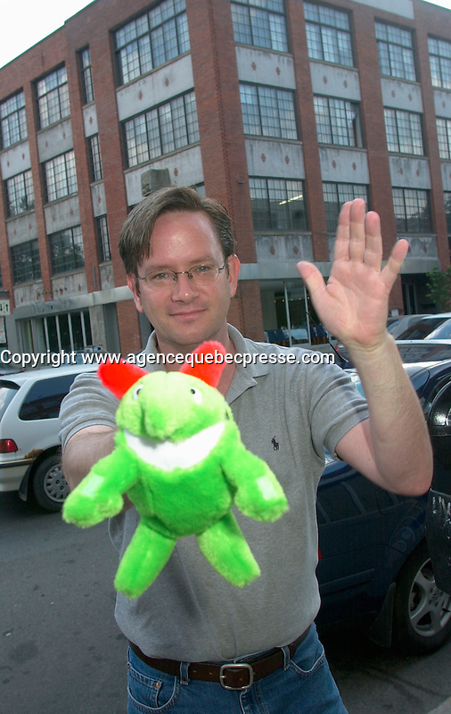 June 5 2002, Montreal, Quebec, Canada<br /> <br /> Humorist Mark Mckinney, pose for an exclusive photo<br /> July 5, 2002  in Montreal, <br /> <br /> Formelly of The Kids In The Hall Canadian TV show, McKinney now based in New York, plays in movies and TV series such as DICE, Brain Candy, ... as well as doing comedy and theater.<br /> <br /> Mandatory Credit: Photo by Pierre Roussel- Images Distribution. (&copy;) Copyright 2002 by Pierre Roussel <br /> <br /> NOTE :<br /> Canon G-2 oroginal jpeg, converted from sRG to  Adobe 1998 RGB.<br /> Original size and uncompressed file available on request.