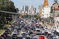 SAO PAULO, SP, 26/02/2013, TRANSITO.  A Av. Tiradentes apresenta transito carregado na manha dessa terca-feira (26) no sentido do centro de Sao Paulo. FOTO: LUIZ GUARNIERI/ BRAZIL PHOTO PRESS.