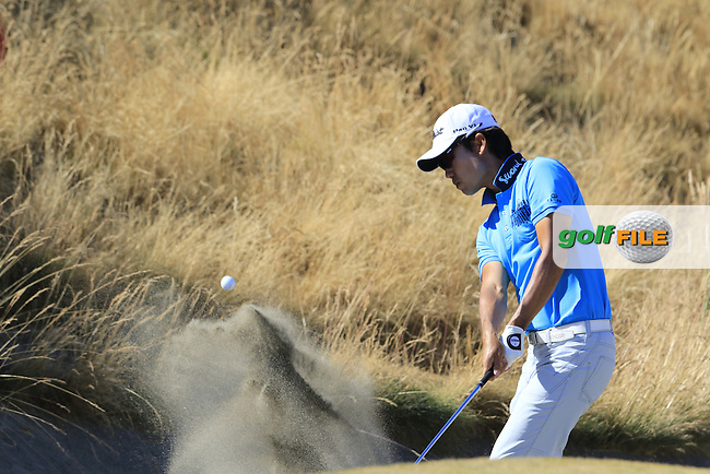 Kevin NA (USA) chips from a bunker at the 6th green during Friday's Round 2 of the 2015 U.S. Open 115th National Championship held at Chambers Bay, Seattle, Washington, USA. 6/20/2015.<br /> Picture: Golffile   Eoin Clarke<br /> <br /> <br /> <br /> <br /> All photo usage must carry mandatory copyright credit (&copy; Golffile   Eoin Clarke)