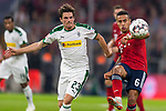 06.10.2018, Allianz Arena, Muenchen, GER, 1.FBL,  FC Bayern Muenchen vs. Borussia Moenchengladbach, DFL regulations prohibit any use of photographs as image sequences and/or quasi-video, im Bild Jonas Hofmann (Moenchengladbach #23) im kampf mit Thiago (FCB #6) <br /> <br />  Foto &copy; nordphoto / Straubmeier