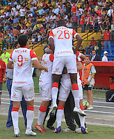 FLORIDABLANCA -COLOMBIA, 19-02-2014.  Jugadores de Independiente Santa Fe celebra un gol durante encuentro con Alianza Petrolera por la fecha 6 de la Liga Postobon I 2014 disputado en el estadio Alvaro Gómez Hurtado de la ciudad de Floridablanca./ Independiente Santa Fe players celebrates a goal during match against Alianza Petrolera for the 6th date of the Postobon League I 2014 played at Alvaro Gomez Hurtado stadium in Floridablanca city Photo:VizzorImage / Duncan Bustamante / STR