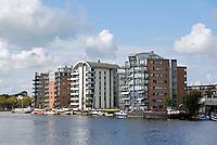 Nederland Wormer 2015. Nieuwbouw appartementen langs de Zaan.  Foto Berlinda van Dam / hollandse Hoogte