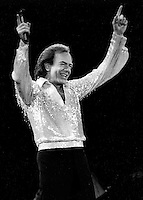Neil Diamond preforming in concert at the Cow Palace.in San Francisco in 1985. (photo/Ron Riesterer)