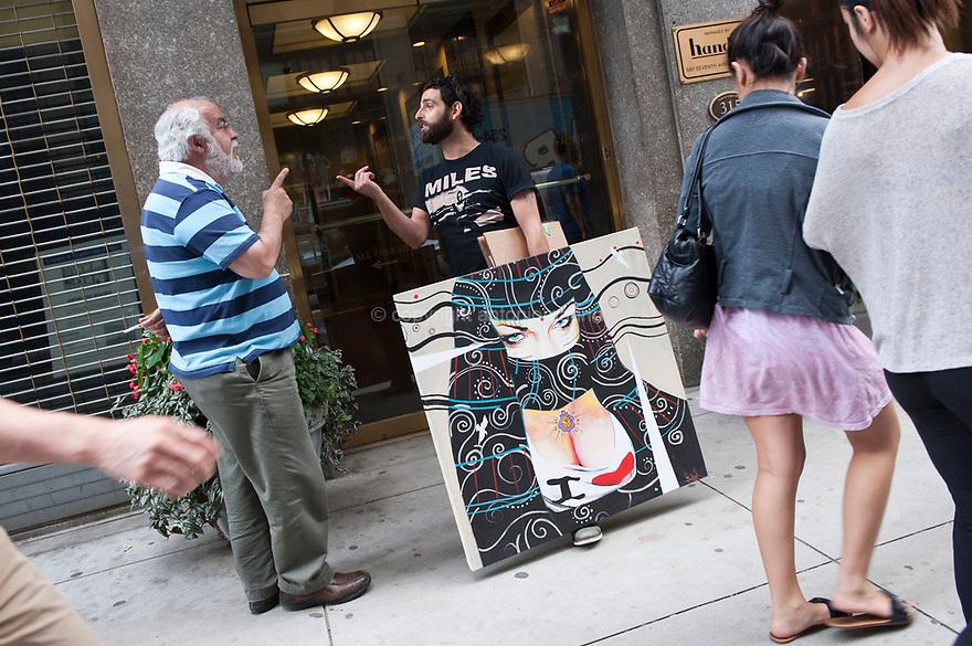 Giorgio Casu è nato a San Gavino Monreale e vive a New York da diversi anni: E' un artista di successo ed un suo ritratto di Barack Obama è stato esposto alla Casa Bianca. Torna regolarmente in Sardegna, dove da alcuni anni lavora a dei progetti di arte pubblica. Nella foto è ritratto mentre discute con il titolare di un laboratorio fotografico che cura le riproduzioni dei suoi lavori pittorici.