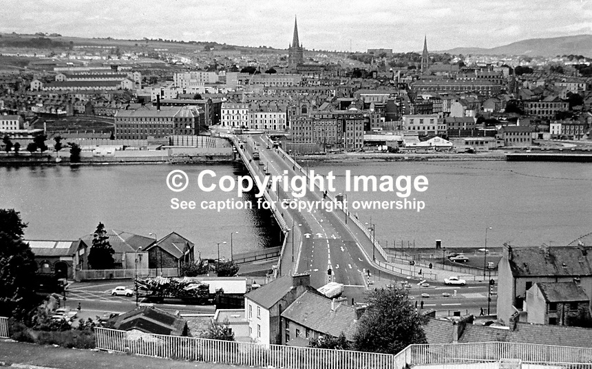 Craigavon Bridge over the River Foyle, Londonderry, N Ireland, UK. Picture taken from the Waterside district looking across to the City Side. 197705000197b..Copyright Image from Victor Patterson, 54 Dorchester Park, Belfast, UK, BT9 6RJ..Tel: +44 28 9066 1296.Mob: +44 7802 353836.Voicemail +44 20 8816 7153.Skype: victorpattersonbelfast.Email: victorpatterson@mac.com.Email: victorpatterson@ireland.com (back-up)..IMPORTANT: If you wish to use this image or any other of my images please go to www.victorpatterson.com and click on the Terms & Conditions. Then contact me by email or phone with the reference number(s) of the image(s) concerned.