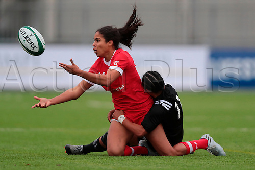 23.11.2016. Donnybrook Stadium, Dublin, Ireland. November Series. Canada women versus New Zealand women. Magali Harvey (Canada) offloads as she is tackled by Renee Wickliffe (New Zealand).