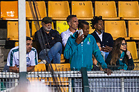 SÃO PAULO, SP, 26.09.2019 - PALMEIRAS-CSA - Fernando Pras e Ze Roberto assistem partida do Palmeiras contra CSA em jogo válido pela 21ª rodada do Campeonato Brasileiro 2019, no Estádio Pacaembú, em São Paulo, nesta quinta-feira, 26. (Foto: Alisson Frazão/Brazil Photo Press)
