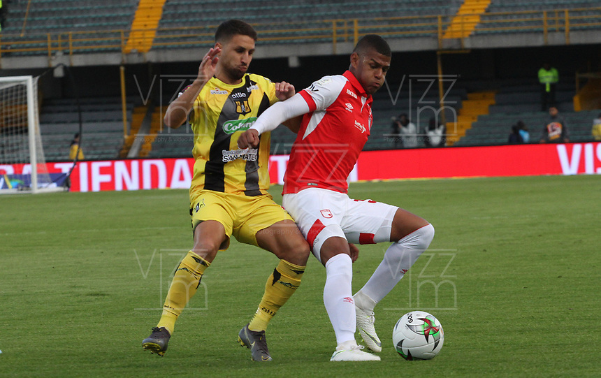 BOGOTÁ- COLOMBIA, 28-07-2019:Jose Caicedo (Der.) jugador del Independiente Santa Fe    disputa el balón contra Luciano Guaycochea(Izq.) jugador de Alianza Perolera durante partido por la fecha 3 de la Liga Águila II  2019 jugado en el estadio Nemesio Camacho El Campín  de la ciudad de Bogotá. /(R) player of Independiente Santa Fe  fights for the ball  against ofLuciano Guaycochea( (L) player of Alianza Petrolera during the match for the date 3 of the Liga Aguila II 2019 played at the Nemesio Camacho El Campin  stadium in Bogota city. Photo: VizzorImage / Felipe Caicedo / Staff