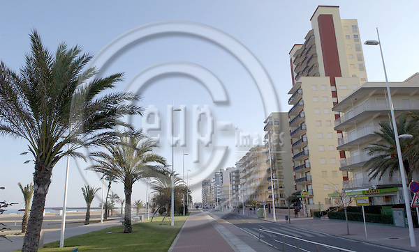 Gandía (Gandia)-Valencia-Spain, 29 December 2007---At the end of the year: empty, closed seaside resort at the Mediterranean; tourism---Photo: Horst Wagner / eup-images