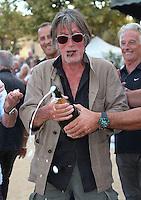 Jacques Dutronc ouvre le champagne au Challenge Henri Salvador - Exclusif - France