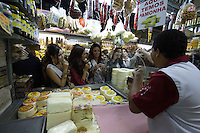 BELO HORIZONTE, MG, 16.08.2013 MISS BRASIL 2013 – Visita das Candidatas ao Miss Brasil 2013 aos principais cartões postais de Belo Horizonte, no Mercado Municipal de Belo Horizonte (Mercado Central), nesta tarde de quinta-feira (19) (Foto: Marcos Fialho / Brazil Photo Press).