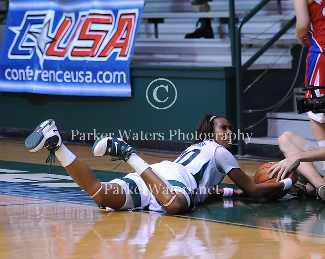Tulane women's basketball defeats SMU, 62-58, in the C-USA season opener.