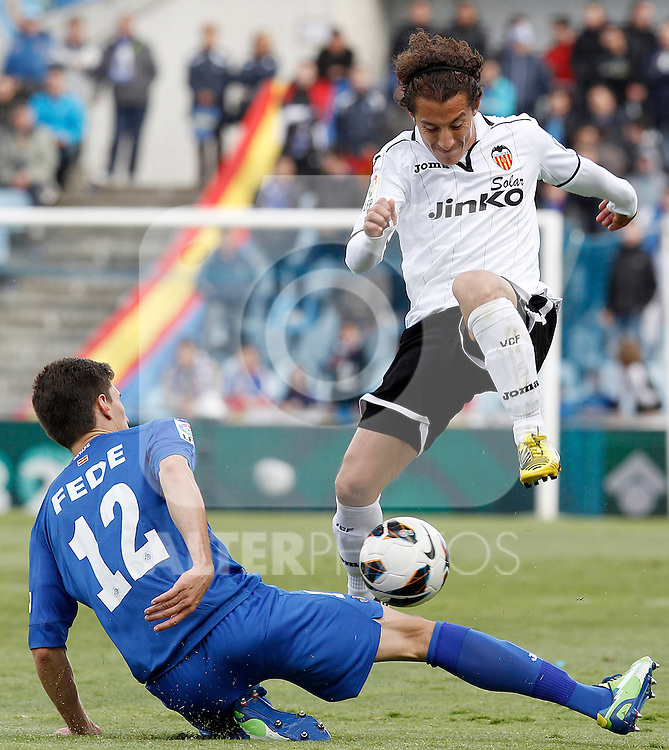 Getafe's Fede Fernandez (l) and Valencia's Andres Guardado during La Liga match.May 18,2013. (ALTERPHOTOS/Acero)