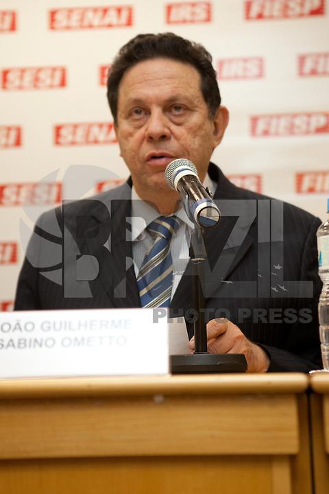 SAO PAULO, SP, 03 SETEMBRO 2012 -REFORMA DO FGTS, João Guilherme Sabino Ometto (vice-presidente da Fiesp), durante apresentacao do relatorio, sobre a Reforma do Fundo de Garantia por Tempo de Serviço (CASFGTS), aos empresarios e  diretoria da Fiesp ( Federacao das Industrias do Estado de Sao Paulo), na tarde desta segunda-feira, 03, na sede da Fiesp na regiao da avenida Paulista. FOTO: POLINE LYS - BRAZIL PHOTO PRESS