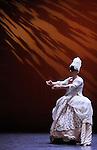 ENCOR....Choregraphie : DIVERRES Catherine..Mise en scene : DIVERRES Catherine..Compositeur : BUIONNET Jean Luc GAMBIEZ Denis SATIE Erik MARAIS Marin..Lumiere : DIVERRES Catherine GAILLARDOT Pierre..Costumes : DA COSTA Cidalia..Avec :..BOMEZ Carole..KURZI Isabelle..MIOOUIN Thierry..PARDILLO Rafael..URBINA Emilio....Avec :..Scenographie:PEDUZZI Laurent..Lieu : Theatre National de Chaillot Salle Gemier..Ville : Paris..Le : 17 11 2010..© Laurent PAILLIER / photosdedanse.com
