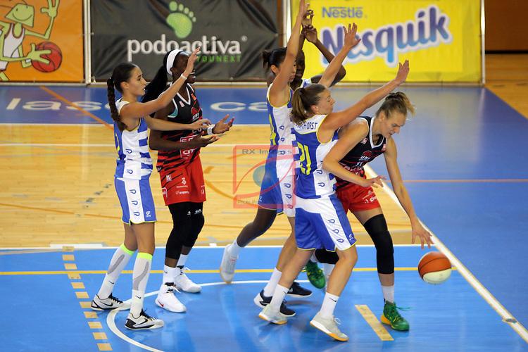 XXVIII Lliga Catalana Femenina 2016.<br /> Cadi La Seu vs Spar Citylift Girona: 71-57.<br /> Svenja Brunckhorst vs Kristina Alminaite.