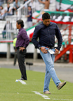 MANIZALES -COLOMBIA, 06-04-2014. Wilson Gutierrez, técnico de Independiente Santa Fe durante el partido Once Caldas y Independiente Santa Fe por la fecha 15 de la Liga Postobón I 2014 jugado en el estadio Palogrande de la ciudad de Manizales./ Wilson Gutierrez coach of Independiente Santa Fe during match Once Caldas and Independiente Santa Fe for the 15th date of the Postobon  League I 2014 at Palogrande stadium in Manizales city. Photo: VizzorImage/Santiago Osorio/STR