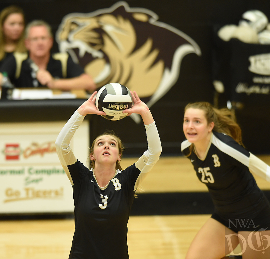 NWA Democrat-Gazette/MICHAEL WOODS &bull; @NWAMICHAELW<br /> The Har-Ber Wildcats vs the Bentonville Tigers Tuesday October, 4, 2016 at Bentonville High School.