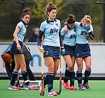 BLOEMENDAAL - Blessure bij Lisanne de Lange (Laren) tijdens  hockey hoofdklasse competitiewedstrijd dames, Bloemendaal-Laren (1-3) . links Naomi van As (Laren) COPYRIGHT KOEN SUYK