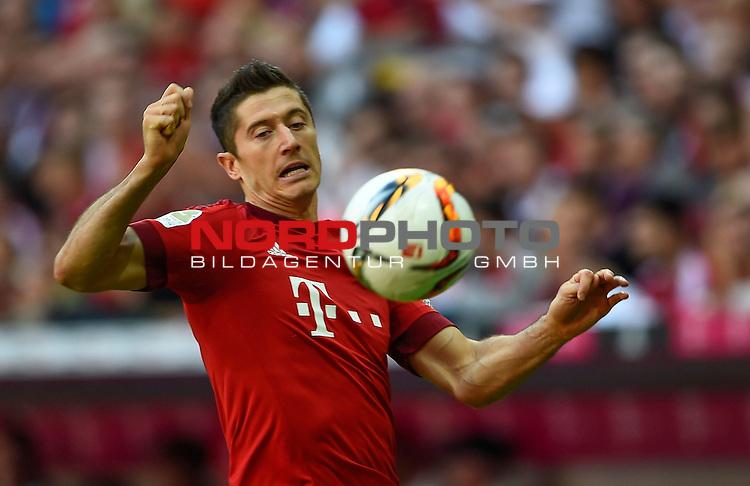 12.09.2015, Allianz Arena, M&uuml;nchen, GER, 1. FBL, FC Bayern M&uuml;nchen vs. FC Augsburg<br /> Robert Lewandowski (M&uuml;nchen)<br /> <br /> <br /> Foto &copy; nordphoto /  Bratic