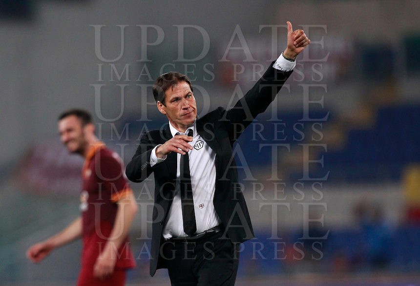 Calcio, Serie A: Roma vs Milan. Roma, stadio Olimpico, 25 aprile 2014.<br /> AS Roma coach Rudi Garcia, of France, greets fans at the end of the Italian Serie A football match between AS Roma and AC Milan at Rome's Olympic stadium, 25 April 2014. AS Roma won 2-0.<br /> UPDATE IMAGES PRESS/Isabella Bonotto