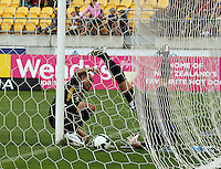 Leo Bertos beats Jets keeper Ante Covic to score the first goal during the A-League match between Wellington Phoenix and Newcastle Jets at Westpac Stadium, Wellington, New Zealand on Sunday, 4 January 2009. Photo: Dave Lintott / lintottphoto.co.nz