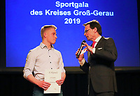 Gross-Gerau 15.03.2019: Sportlergala des Kreis Gro&szlig;-Gerau<br /> Louis Behre (Trampolin TV B&uuml;ttelborn) im Interview mit Moderator Christian D&ouml;ring<br /> Foto: Vollformat/Marc Sch&uuml;ler, Sch&auml;fergasse 5, 65428 R'eim, Fon 0151/11654988, Bankverbindung KSKGG BLZ. 50852553 , KTO. 16003352. Alle Honorare zzgl. 7% MwSt.