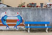 France, Bretagne, (29), Finistère,  Le Guilvinec: Banc public et poissons
