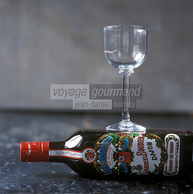 Europe/France/Bourgogne/21/Côte-d'Or/Dijon: Crème de Cassis de Dijon Gabriel Boudier - Stylisme : Valérie LHOMME  //   France, Burgundy, Cote d'Or,  Dijon:   Dijon, Creme de Cassis