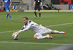 Torwart Oliver Baumann (TSG 1899 Hoffenheim)<br /> <br /> Foto: POOLFOTO/Avanti/Ralf Poller/PIX-Sportfotos.<br /> TSG 1899 Hoffenheim-1. FC Koeln.<br /> Sinsheim,  GER, 27.05.2020 , 28. Spieltag , Fussball 1. Bundesliga 2019/2020.<br /> <br /> Sport: Fussball: LIGA: Saison 19/20: TSG 1899 Hoffenheim- 1.FC Koeln, 27.05.2020.<br /> Foto: RALF POLLER/AVANTI/POOL<br /> <br /> Nur für journalistische Zwecke! Only for editorial use! <br /> Gemäß den Vorgaben der DFL Deutsche Fußball Liga ist es untersagt, in dem Stadion und/oder vom Spiel angefertigte Fotoaufnahmen in Form von Sequenzbildern und/oder videoähnlichen Fotostrecken zu verwerten bzw. verwerten zu lassen. DFL regulations prohibit any use of photographs as image sequences and/or quasi-video.