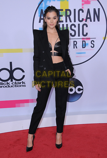 19 November  2017 - Los Angeles, California - Hailee Steinfeld. 2017 American Music Awards  held at Microsoft Theater in Los Angeles. <br /> CAP/ADM/BT<br /> &copy;BT/ADM/Capital Pictures