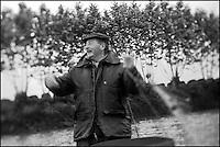 Europe/France/Aquitaine/40/Landes/Env de Sainte-Marie-de-Gosse: A la pêche avec Christian Betbeder, agriculteur et pêcheur professionnel sur l'Adour - En plus de ses vaches et kiwis il pêche depuis 35 ans le saumon et l'alose sur l'Adour // France, Landes, ste Marie de Gosse, A fishing with Christian Betbeder farmer and commercial fisherman on the Adour, in addition to his cows and kiwis there for 35 years fishing for salmon and shad on Adour <br /> AUTO N: A12-3007