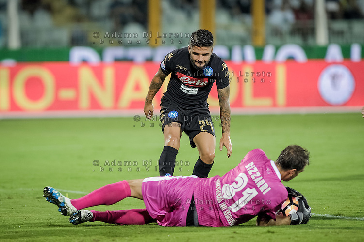 Lorenzo Insigne (Napoli) and Bizzarri Albano (pescara) during the Italian Serie A football match Pescara vs SSC Napoli on August 21, 2016, in Pescara, Italy. Photo by Adamo Di Loreto