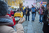 Italie, Val d'Aoste, Hône: Lors du  marché de Noël, musiciens des rues   //Italy, Aosta Valley, Hône: At the Christmas market, street musicians