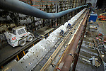 ROTTERDAM - In Rotterdam werkt aannemerscombinatie Saturn aan één van Nederlands opmerkelijkste metrostations, RandstadRailstation Blijdorp. Met zijn ruim twintig meter diepe bouwput is het niet alleen een van Nederlandse diepste stations, maar is het ook de eerste locatie waar een tunnelboormachine aan de ene kant binnen kwam om via de andere kant weer de grond in te duiken. Om het pad naar de overkant te vereffenen is daarom een kleine buisring aangelegd ddie gelijktijdig de aanvoer van de tunnelringen mogelijk maakt. De tunnelboormachine is momenteel enkele honderden meters verwijderd van zijn eindstation, ontvangstschacht Centraal Station. Combinatie Saturn is opgebouwd uit Dura Vermeer Groep en Ed. Züblin. COPYRIGHT TON BORSBOOM
