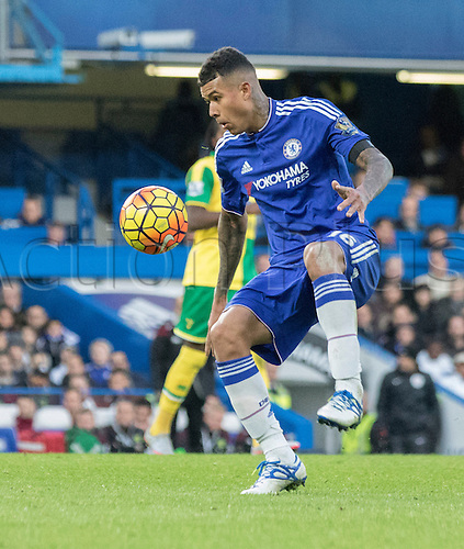 21.11.2015. Stamford Bridge, London, England. Barclays Premier League. Chelsea versus Norwich City. Chelsea forward Kenedy controls the high ball.