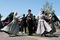 Nederland Zaanstad 2016. Folkloredag in Zaanse Schans. Dansgroep Hoogwoud. Foto Berlinda van Dam / Hollandse Hoogte
