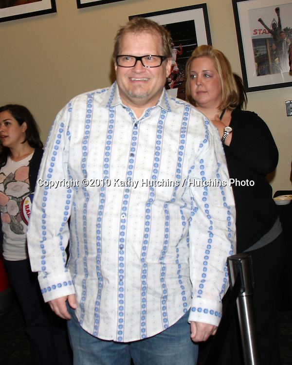 Drew Carey.at the Harlem Globetrotters Game .Staples Center.Los Angeles, CA.February 14, 2010.©2010 Kathy Hutchins / Hutchins Photo....