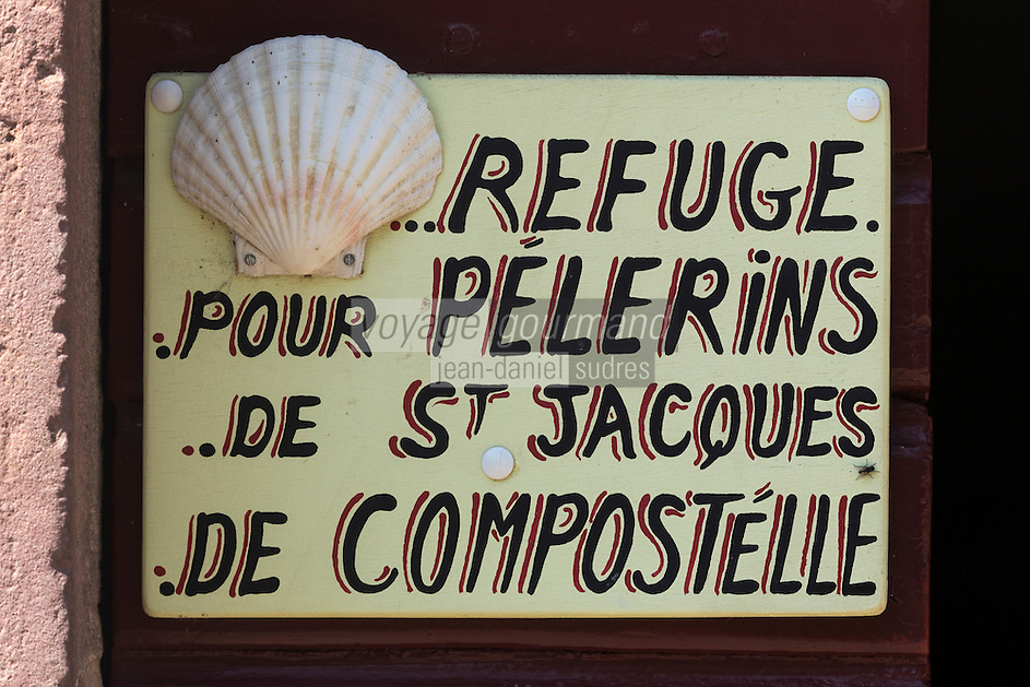 France, Pyrénées-Atlantiques (64), Pays-Basque, Saint-Jean-Pied-de-Port, Enseigne  d'un refuge pour les pèlerins // France, Pyrenees Atlantiques, Basque Country, Saint Jean Pied de Port, Teaches a shelter for pilgrims