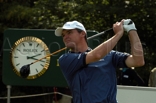 16.09.2007  Paul Lawrie (Scotland) drives off at the first hole at the  Rolex sponsored   Mercedes Benz Championship 2007, European PGA Tour